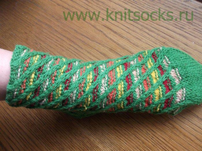 Вязание домашних тапочек.  12 схем вязания крючком домашних.