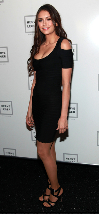 Нина добрев черное платье