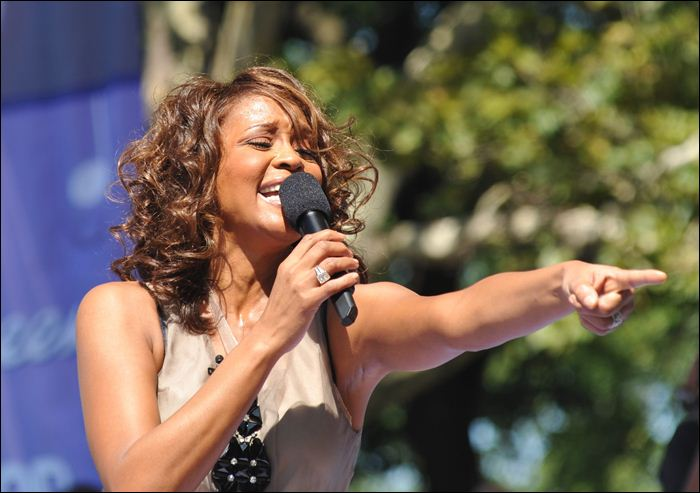 Whitney Houston 16 (700x493, 52Kb)