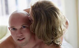 Причина выпадения волос у мужчин и ее решение!