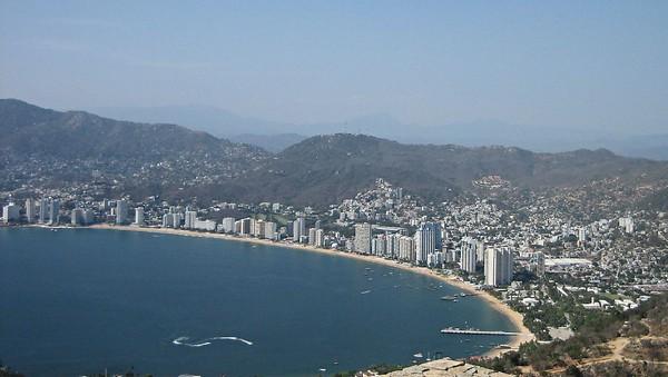 Необычные и красивые города на скалах - Акапулько 2 (600x339, 59Kb)