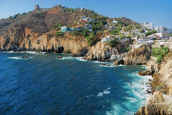 Необычные и красивые города на скалах - Акапулько (600x402, 120Kb)