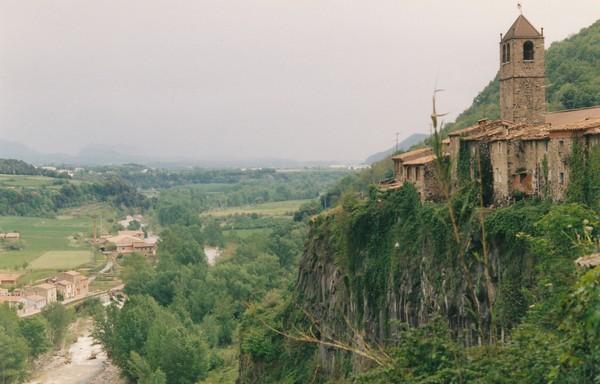 Необычные и красивые города на скалах - Кастеллфолли де ла Рока2 (600x384, 70Kb)