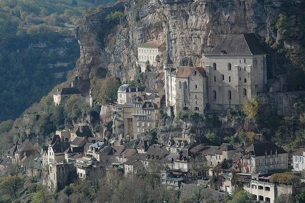 Необычные и красивые города на скалах - Рокамадур (600x399, 107Kb)