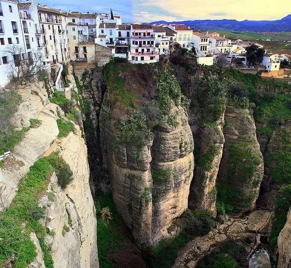 Необычные и красивые города на скалах - Ронда (600x553, 166Kb)