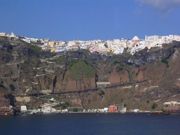Необычные и красивые города на скалах - Санторини 2 (600x450, 74Kb)