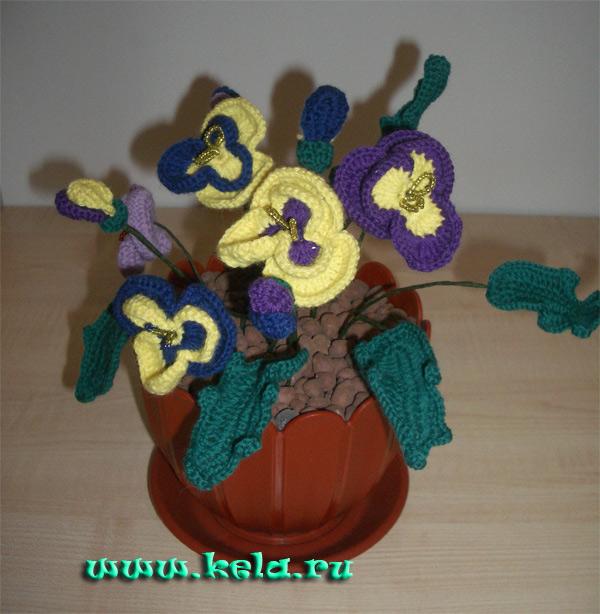 Галерея 1 Вязаные цветы на стебельках и в горшочках.  Анютины глазки крючком цветок в горшке связано крючком.  Альбом.