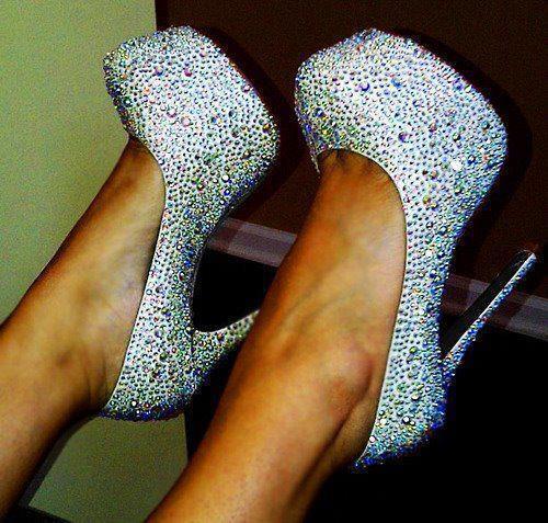 Модная обувь в стразах 2012