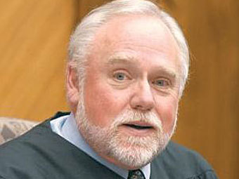 Амер.судья - анекдот (340x255, 17Kb)
