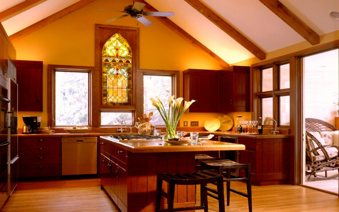 Interior_Kitchen_with_a_stained-glass_window_009459_ (700x438, 125Kb)