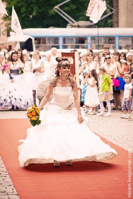 Одесский парад невест 2 (466x700, 357Kb)