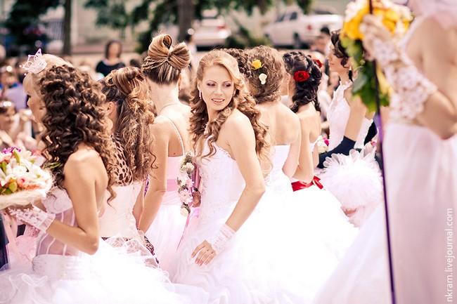 Одесский парад невест 7 (650x433, 82Kb)