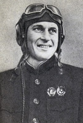 Голубев Василий Федорович к-р 4-го ГИАП КБФ 1942 (269x400, 43Kb)