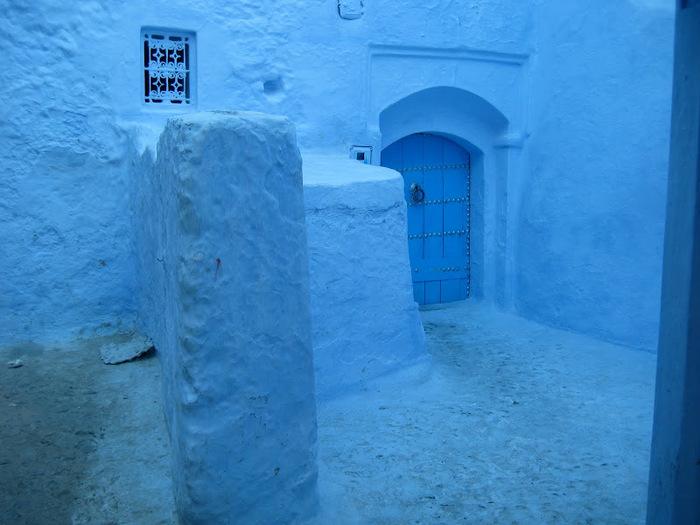 В голубом этот город всплыл, Чистота или утро в нем. 36659