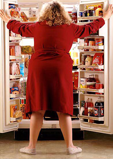 back_view_of_woman_looking_in_fridge_700-00075348 (391x550, 269Kb)