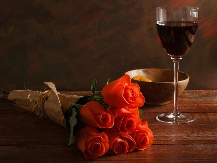 800x600_vino-krasnoe-bokal-kuraga-rozyi-krasnyie-buket-stol[1] (700x525, 331Kb)