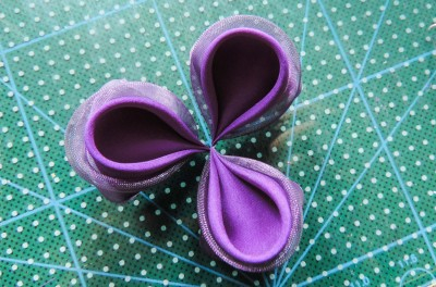 Tutorial-floare-de-iris-matase-organza-13-400x264 (400x264, 143Kb)