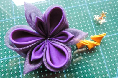 Tutorial-floare-de-iris-matase-organza-29-400x264 (400x264, 126Kb)