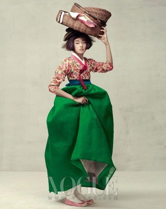 модная фотосессия Vogue Корея 2 (556x700, 196Kb)
