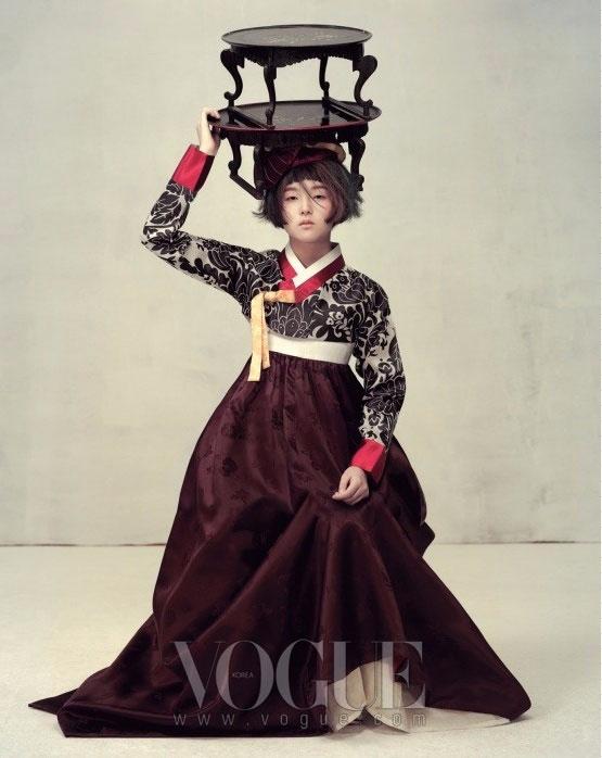 модная фотосессия Vogue Корея 4 (555x698, 198Kb)