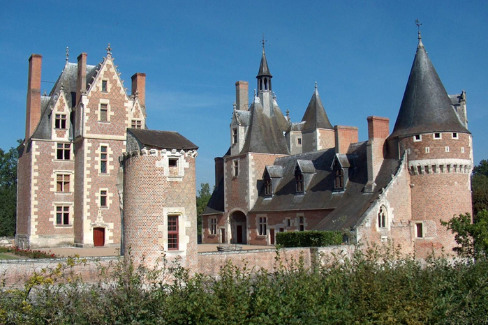 2. Замок Мулен (700x466, 403Kb)