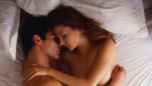 igri-potselui-v-krovati-seks