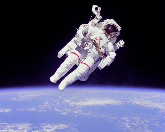 tarihe-gecen-astronot-bursaya-geliyor-IHA-20130401AW000562-1-t (660x528, 171Kb)