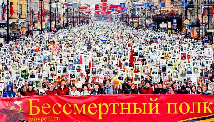 Бессмертный-полк-Москва (700x400, 218Kb)