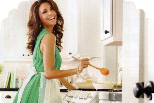 милая девушка на кухне