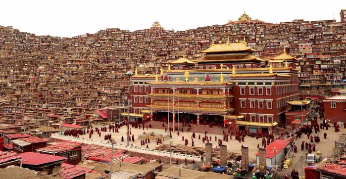 школа тибетских монахов Сертар Ву Минг 1 (700x362, 387Kb)