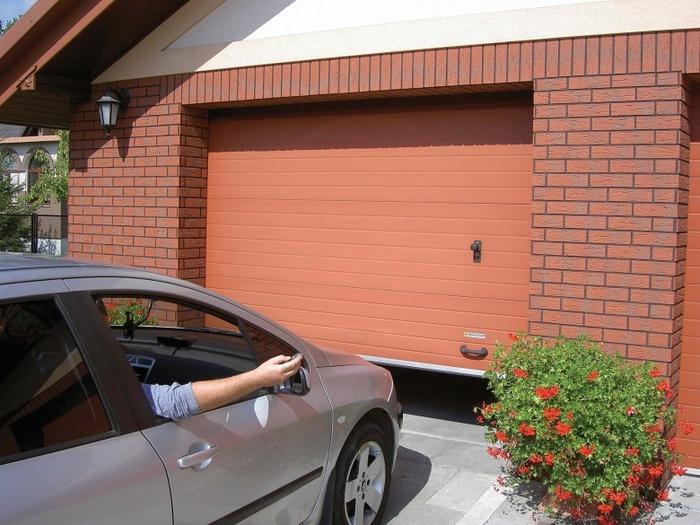 ворота в гараж (700x525, 154Kb)