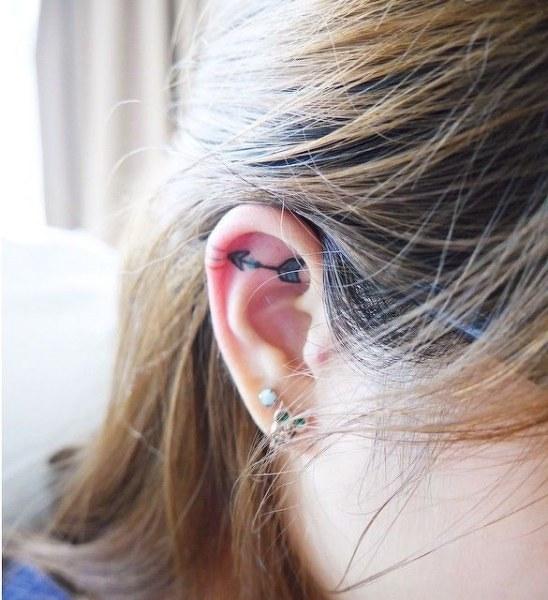 татуировки на ушах (548x600, 70Kb)