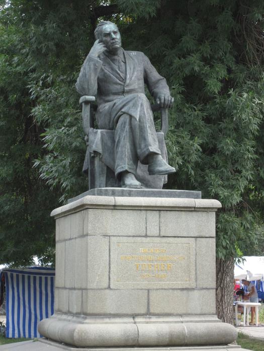 скевер тренева  памятник человеку, в честь которого назван скверnno-trenev (525x700, 477Kb)