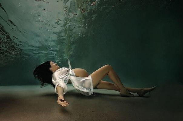 Беременные под водой1 (604x402, 103Kb)