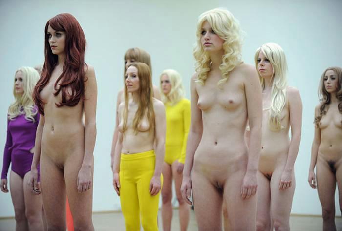 фото женщин работают голые