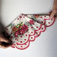 Винтажные открытки с дамами в юбках из носовых платков (26) (200x200, 40Kb)