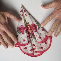 Винтажные открытки с дамами в юбках из носовых платков (28) (200x200, 41Kb)