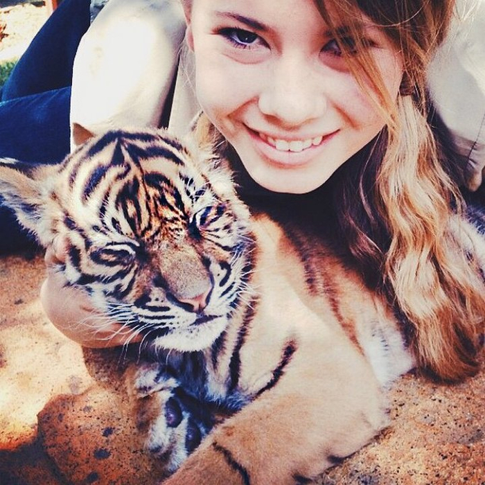 Bindi Irwin Photo 16 (700x700, 538Kb)