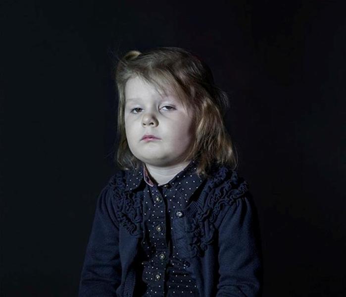 Как выглядят дети у «зомбоящика»: фотографии, который должны увидеть родители