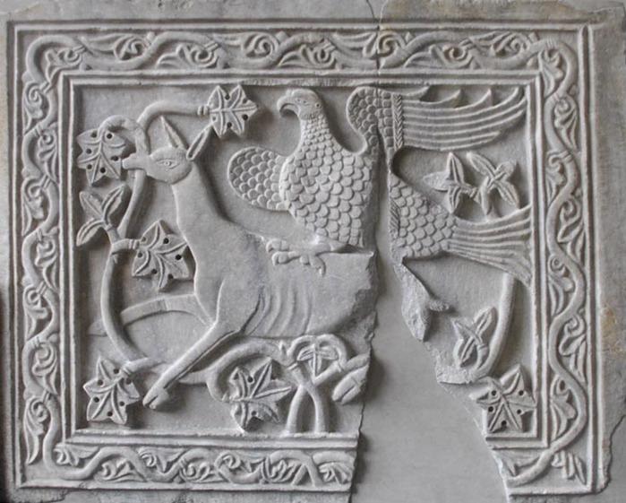 1067597_Plita_s_relefom_iz_Konstantinopolya_XII_v (700x561, 117Kb)