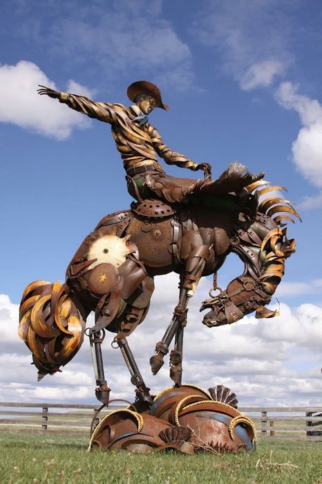 welded-scrap-metal-sculptures-john-lopez-7 (466x700, 229Kb)