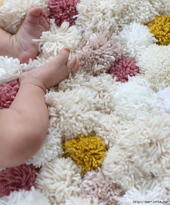 Детский пушистый мягкий коврик из ПОМПОНОВ (15) (577x700, 321Kb)
