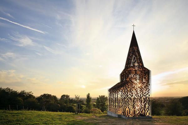 Прозрачная церковь 001 (600x400, 179Kb)