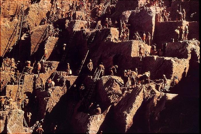 Gold Rush na foto Serra Pelada 9 (700x469, 482Kb)