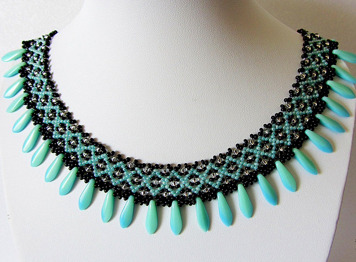 free-beading-pattern-necklace-tutorial-1 (700x515, 395Kb)