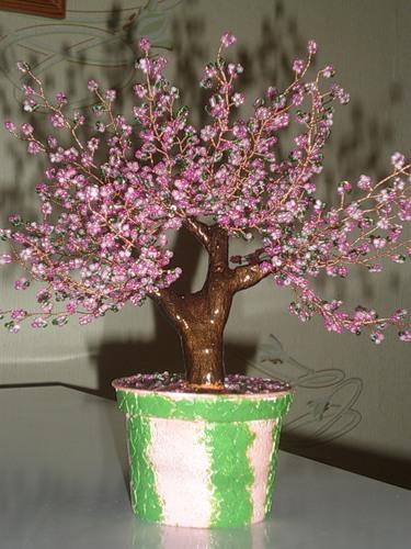 Источник.  Плетение Бисероплетение.  1. Бисер розовый двух оттенков по 50 г, либо розовый и прозрачный белый...