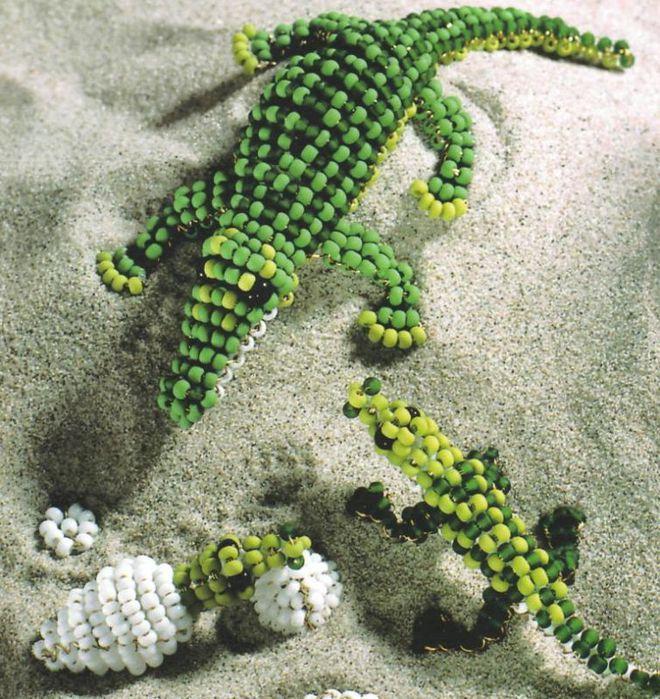 Плетется такой крокодил параллельным плетением из проволоки.  Но можно плести и леской, как я недавно выяснила.
