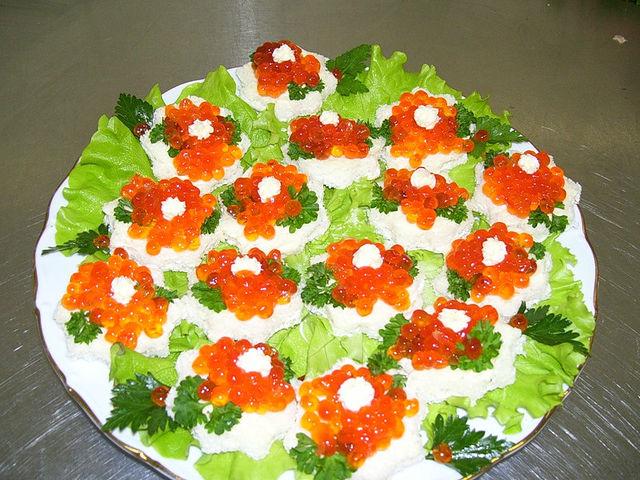 оформление стола салатов фото