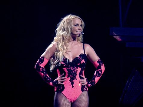 Бритни Спирс выступила в Питере перед полупустым залом./2270477_13 (475x356, 57Kb)