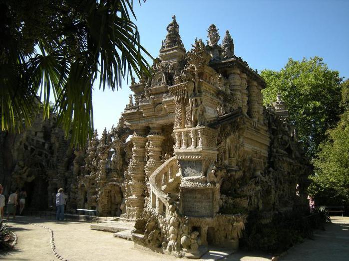 Идеальный дворец Шеваля сбоку (700x524, 78Kb)